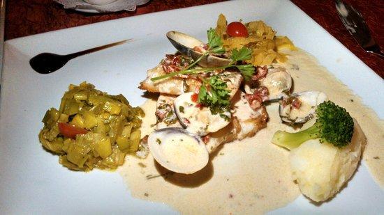 La Villa Restaurant: Chilean sea bass with clams in light cream sauce