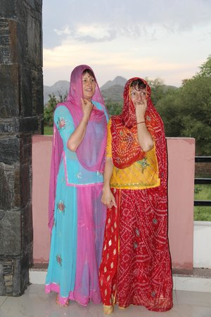 The Royale Country Retreat: GUEST IN INDIAN DRESS