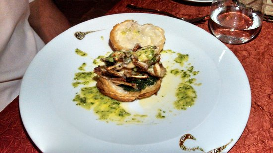 La Villa Restaurant: Appetizer - frog leg