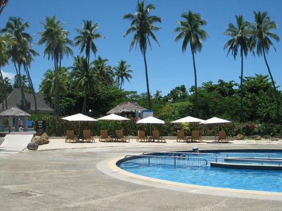 Mana Island Resort: 'Round' pool (mainly kids) North Beach area