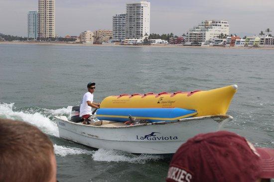 Deer Island (Isla de Venados): banana boat arriving