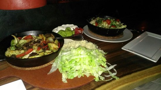 The Bear Street Tavern : Chicken fajitas & pork belly mac & cheese (sorry for the dark pic)