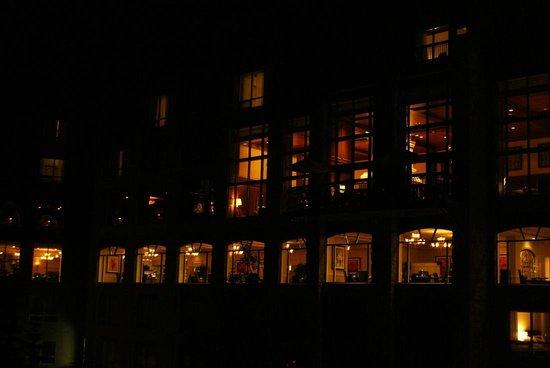 Rimrock Resort Hotel : 夜のリムロック。