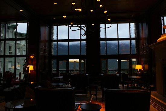 Rimrock Resort Hotel : 朝のロビー。
