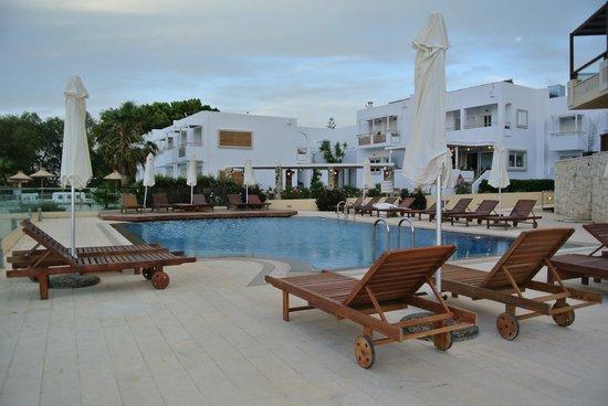 Atlantica Kalliston  Resort & Spa: quiet and small pool