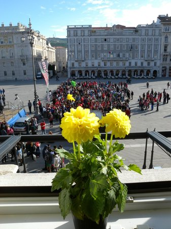 Piazza dell'Unita d'Italia: An athletic event outside our hotel window