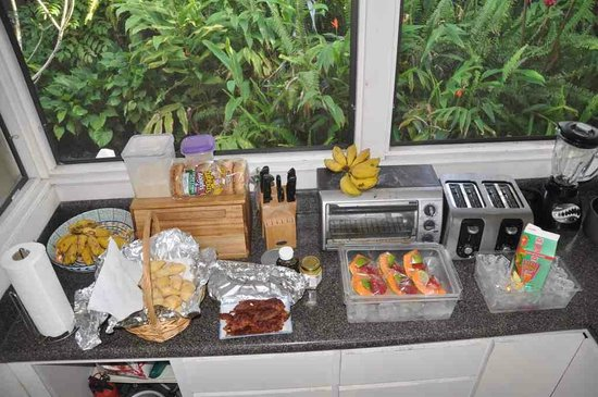 Aaron's Cottage: 毎朝、キッチンに並ぶ朝食のビュッフェ