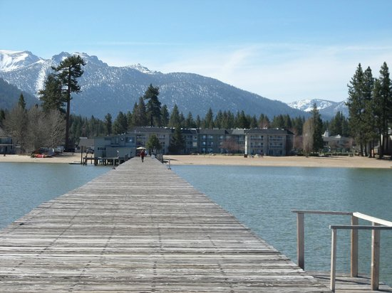 Beach Retreat & Lodge at Tahoe: View of hotel from pier
