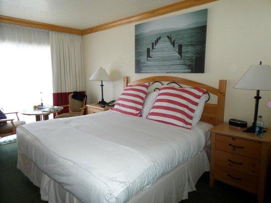 Beach Retreat & Lodge at Tahoe: Spacious Bedroom
