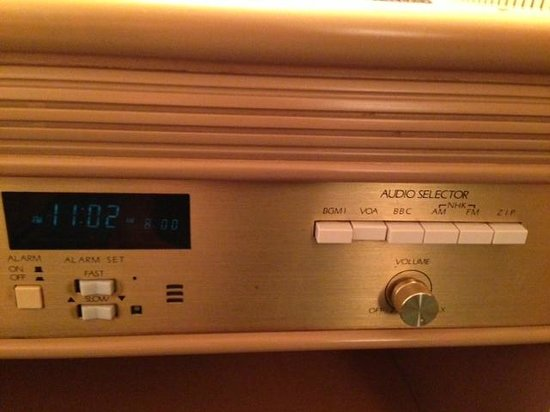 Hilton Nagoya : Forget about free Wifi, they have AM and FM radio.