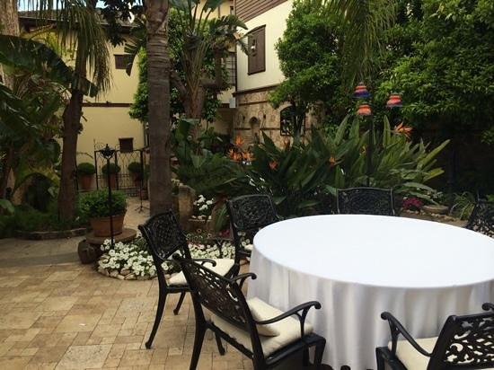 Tuvana Hotel : Saraser Resturant. Excellent