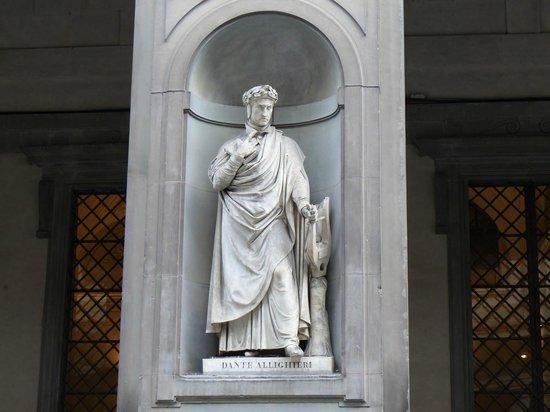 Galerie des Offices : Estatua de Dante en la Piazzale degli Ufizzi