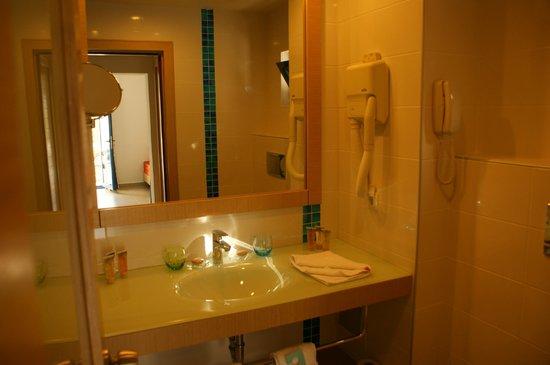 Club Med Bodrum Palmiye : Salle de bain chambre club