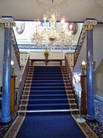 Shrigley Hall Hotel, Golf & Country Club : Grand staircase