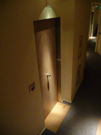 Continentale: Room door