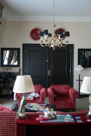 Hotel Des Indes, a Luxury Collection Hotel: Sitting room, presidential suite