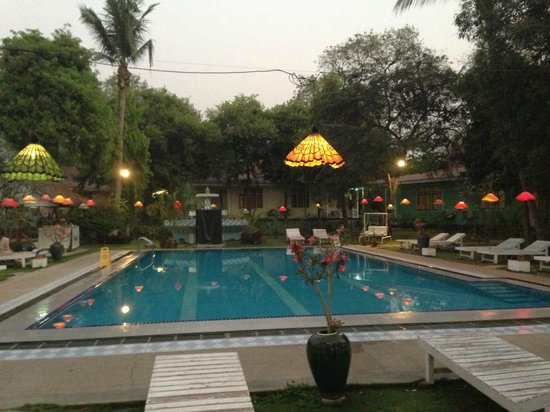 Thante Hotel Nyaung Oo : The swimming pool