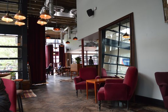 London Wall Bar & Kitchen: Interior-comfortable for coffee