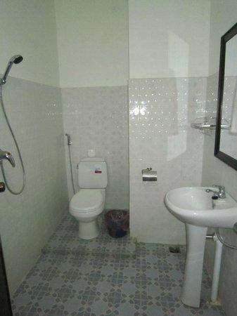 Maylay Guesthouse: Standard Bathroom