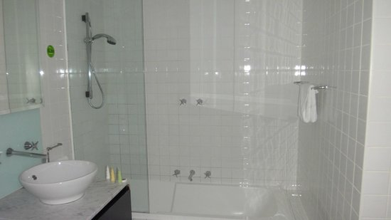 BreakFree on Collins: Bathroom