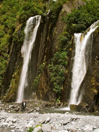 Franz Josef Glacier : waterfalls en route