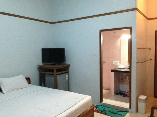 Aung Tha Pyay Hotel: Bedroom