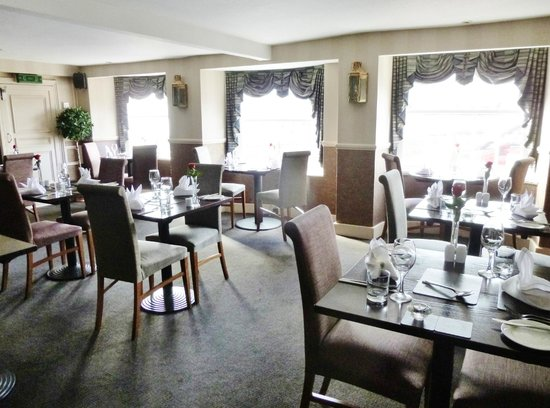 Quayside Hotel: dining room with a view