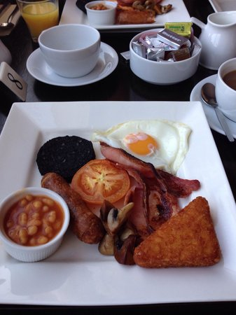 The Strand Lodge: Good quality English breakfast, lovely..