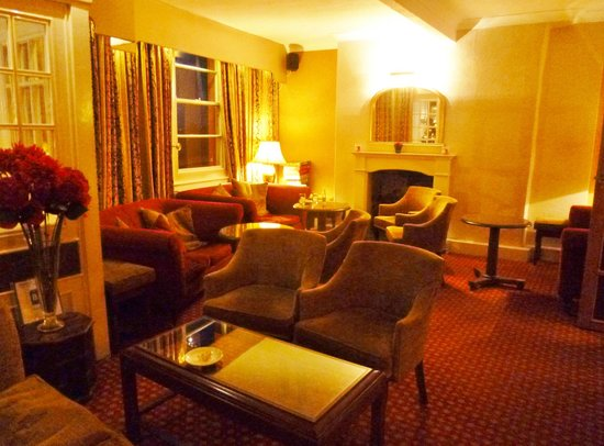 Quayside Hotel: cosy lounge