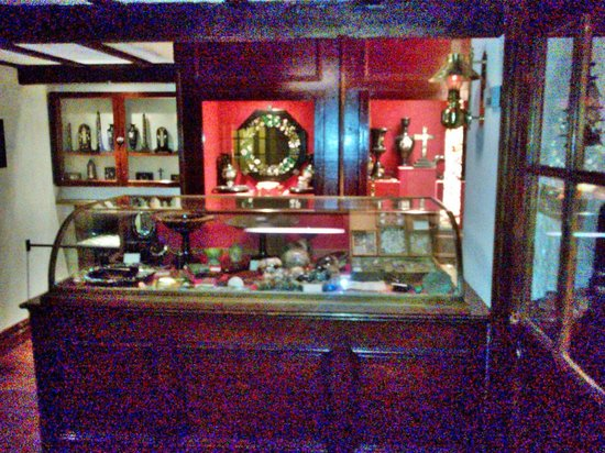 Buxton Museum and Art Gallery: Joseph Noel's Shop display