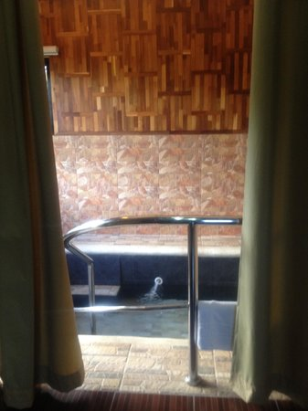 Sol Y Viento Mountain Hot Springs Resort: indoor jacuzzi per cabana