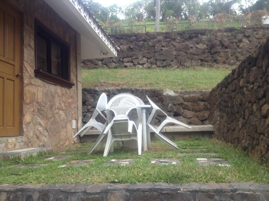 Sol Y Viento Mountain Hot Springs Resort: chairs & table beside the cabana