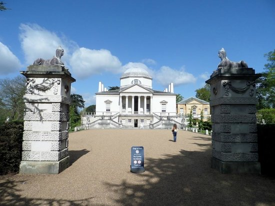 Approach to Chiswick House