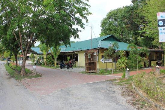 Green Village Langkawi: Ресепшн, вид с улицы