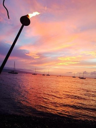 Honu Seafood and Pizza: Sunset from the Honu