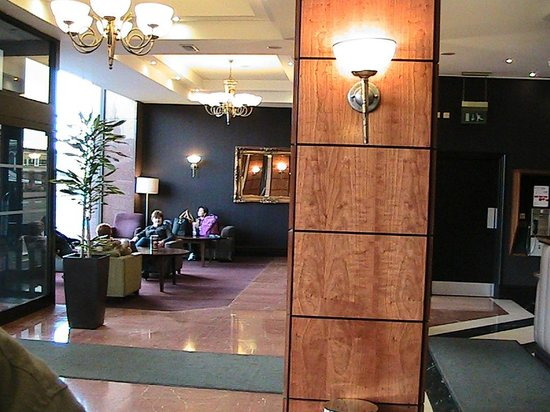 Jurys Inn Edinburgh: Lobby