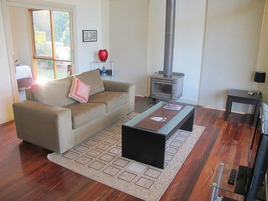 Yering Gorge Cottages: Lounge