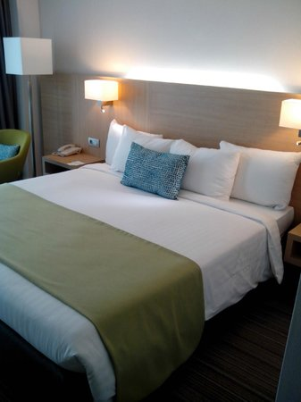 Courtyard Marriott Montpellier: chambre lit king size