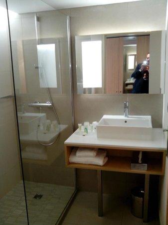 Courtyard Marriott Montpellier: salle de bains