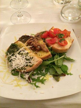 Osteria moderna Lucone Vino e Cucina : Antipasto, crostini di tre tipologie. Anche nei piatti semplici molta cura dei dettagli...