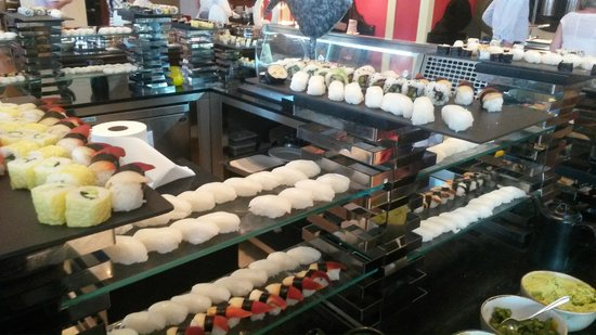Jumeirah Al Qasr at Madinat Jumeirah : Sushi station, wow !