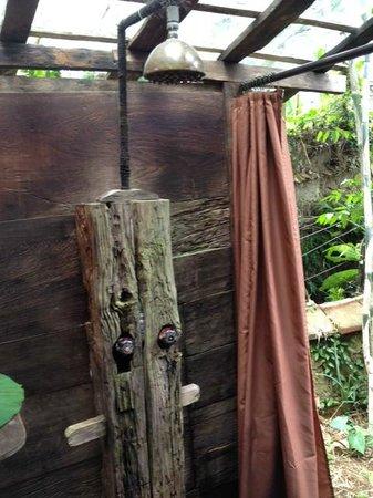 Bambu Indah: Manis House (outdoor shower)