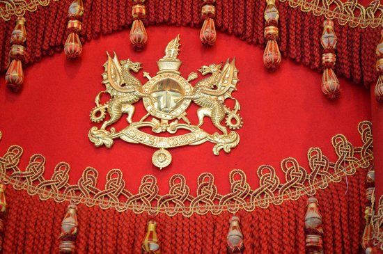 Museum of London : Coat of arms on coach