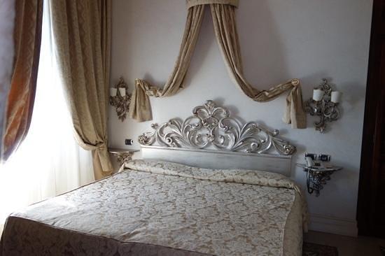 Hotel Aventino: bed