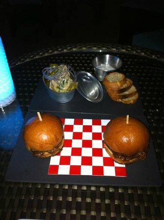 La Baie Lounge : Amazing Tuna and Juicy Mini Burger
