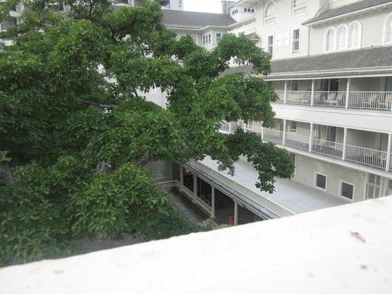 Moana Surfrider, A Westin Resort & Spa: courtyard
