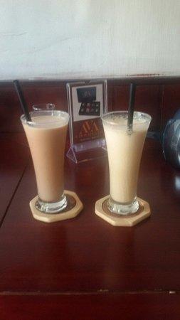 Mia Coffee : hazelnut and chocolate frapps.....��