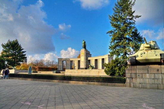 Sowjetisches Kriegsdenkmal: Soviet War Memorial