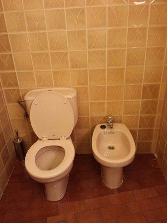 Acueducto Hotel: Baño