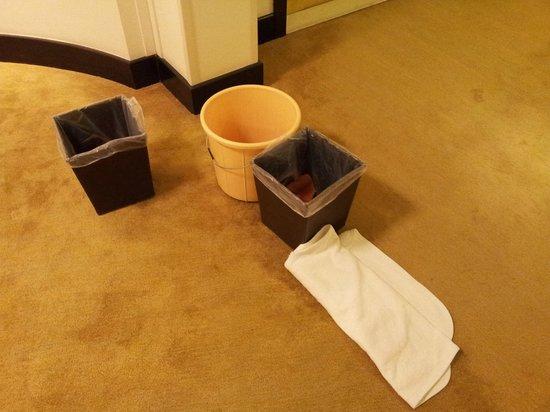 Shangri La Barr Al Jissah Resort & Spa-Al Husn: catching water after rainfall outside my room